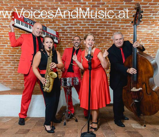 Beispiel: Band mit 2 Sängerinnen, Foto: Voice and Music.