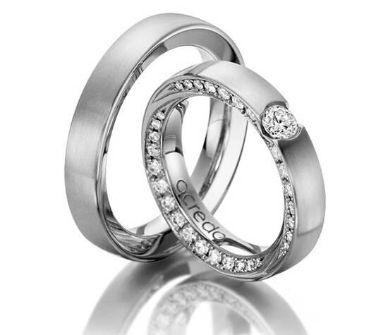 Beispiel: Individuelle Ringe, Foto: Acredo Trauringe.